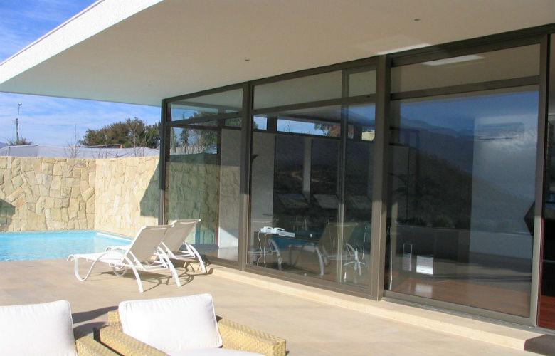 Precios puertas y ventanas qu material elegir revenval for Precio instalacion puertas interior