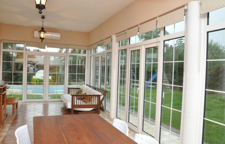 Puertas de aluminio para salida a la terraza revenval for Puertas aluminio exterior precios