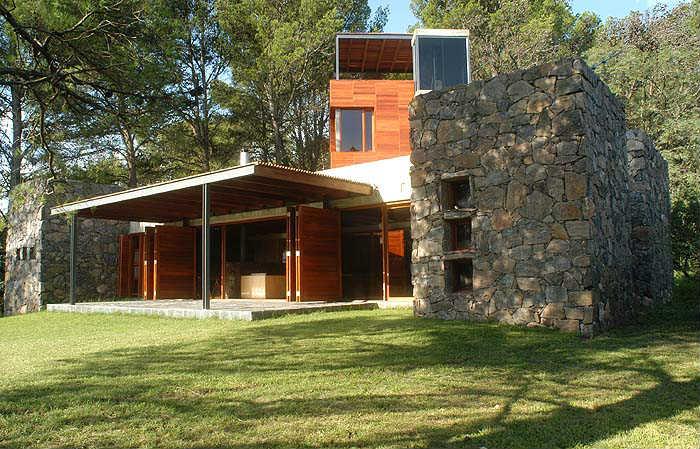Casa montaña con ventanas aluminio